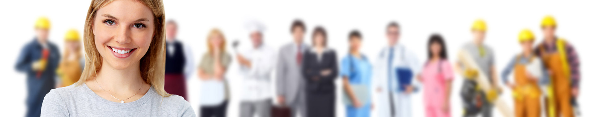 Sprachlehrerin vor Kunden aller Branchen, die im Hintergrund stehen